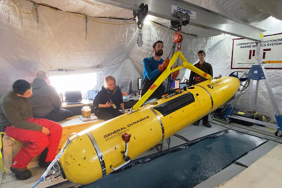 Navigating beneath the Arctic ice